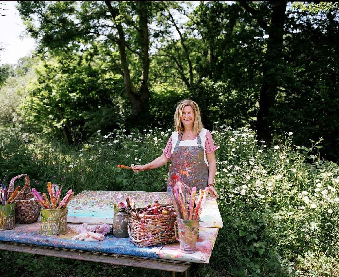 Yvonne Coomber painting outdoors